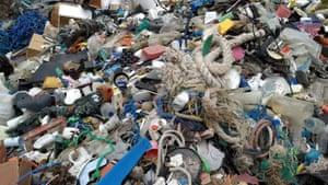 Rubbish strewn on Chilli Beach in Queensland