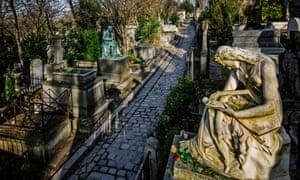 Nghĩa trang Pere Lachaise ở Paris, Pháp Tượng đá cẩm thạch trên lăng mộ Frederic Chopin