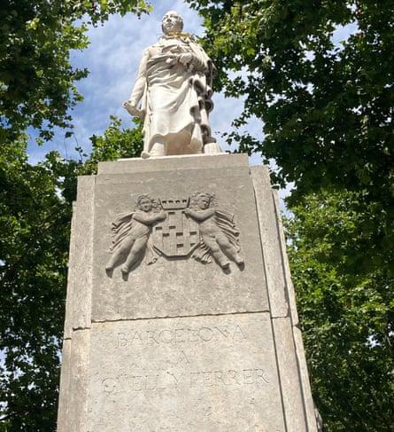 Statue of Joan Güell in Barcelona.