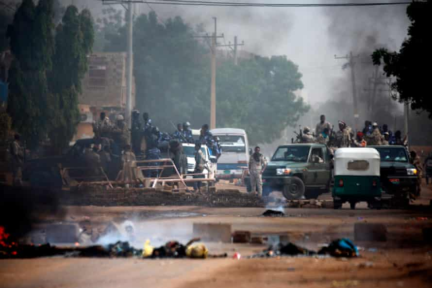 Sudanese forces deployed to disperse the Khartoum sit-in are seen around army headquarters on 3 June, 2019