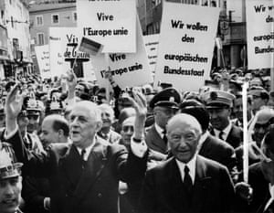 The French president Charles de Gaulle and the German federal chancellor Konrad Adenauer at a pro-EU demonstration in 1962.