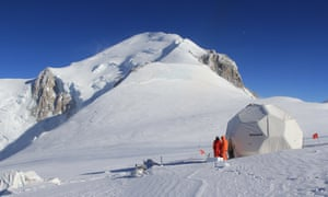 Scientists on the Col du Dôme site on the slopes of Mont Blanc.