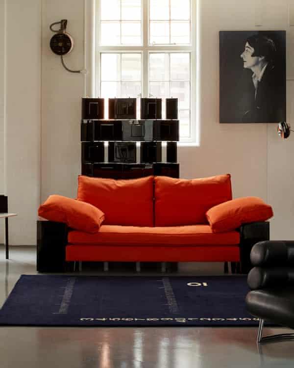 محوطه نمایش فروشگاه آرام برای طراح آیلین گری ، که حرفه اش توسط آرام در سال 1973 احیا شد.
