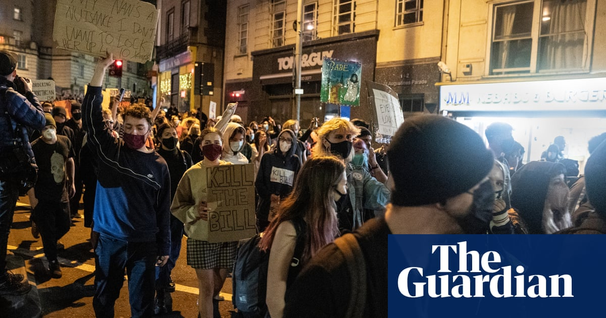 Hundreds take part in peaceful 'kill the bill' protest in Bristol