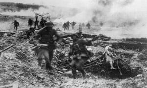 1918年春,德国军队在法国的Villers-Bretonneux前进。