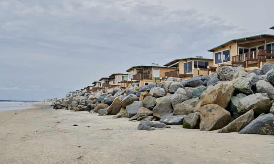 Casas ao longo do trecho final da costa de Imperial Beach antes de chegar à fronteira com o México.