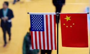 US and ChIna flags.
