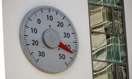 Thermometer showing 42 degrees Celsius