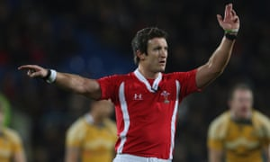 James Jones refereeing in a friendly match between Cardiff Blues and Australia in 2009.