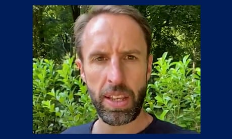 England's Gareth Southgate encourages young people to get vaccinated –video