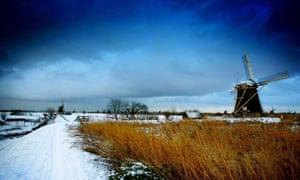 Overnight snowfall in Kinderdijk.