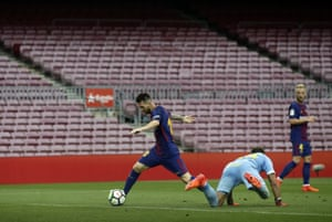 Messi round the keeper to score Barcelona's second.