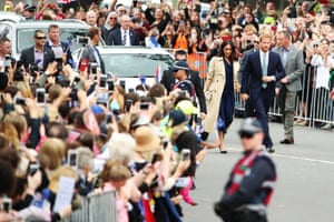 The Duke And Duchess Of Sussex Visit Australia - Day 3MELBOURNE, AUSTRALIA - OCTOBER 18: Prince Harry, Duke of Sussex and Meghan, Duchess of Sussex walk past fans outside Government House on October 18, 2018 in Melbourne, Australia. The Duke and Duchess of Sussex are on their official 16-day Autumn tour visiting cities in Australia, Fiji, Tonga and New Zealand. (Photo by Scott Barbour/Getty Images)