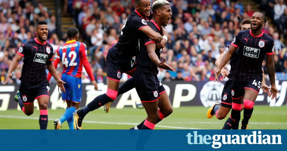 Steve Mounié double gives Huddersfield perfect start against Crystal Palace