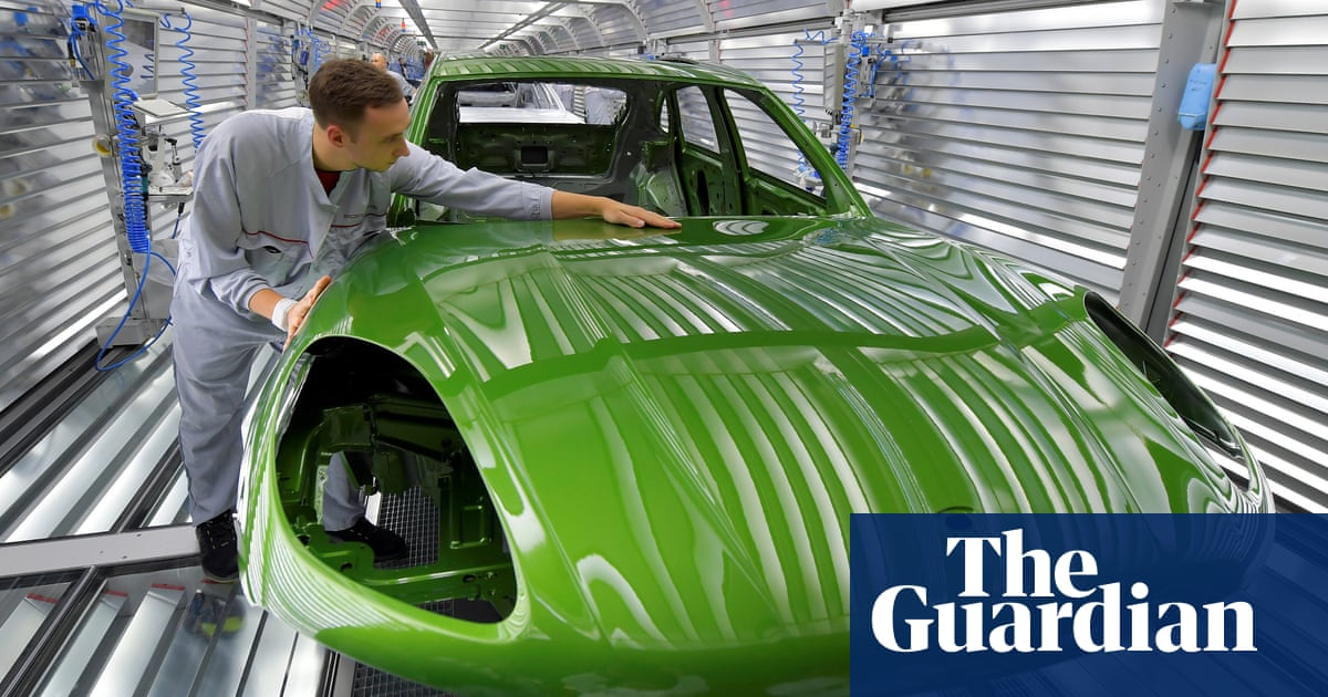Porsche asks UK buyers to commit to 10% no-deal Brexit surcharge