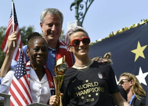 Megan Rapinoe with New York Mayor Bill de Blasio and his wife Chirlane McCray