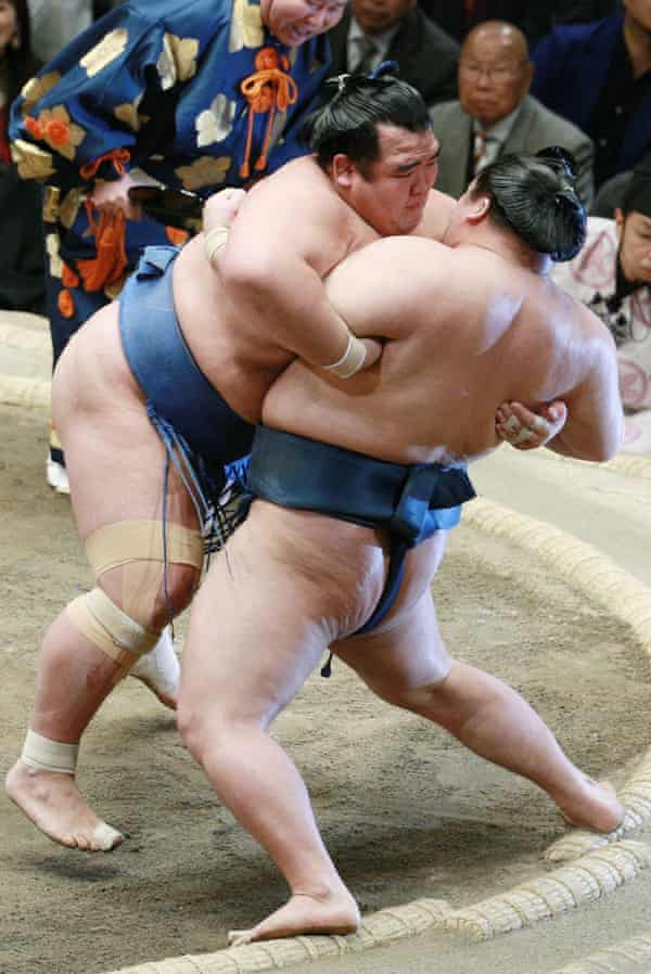 Kotoshogiku pushes fellow ozeki-ranked wrestler Goeido during their final bout.