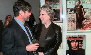 Jann Wenner with singer-songwriter Bette Midler at the premiere of the Rolling Stone Covers Tour in 1998.
