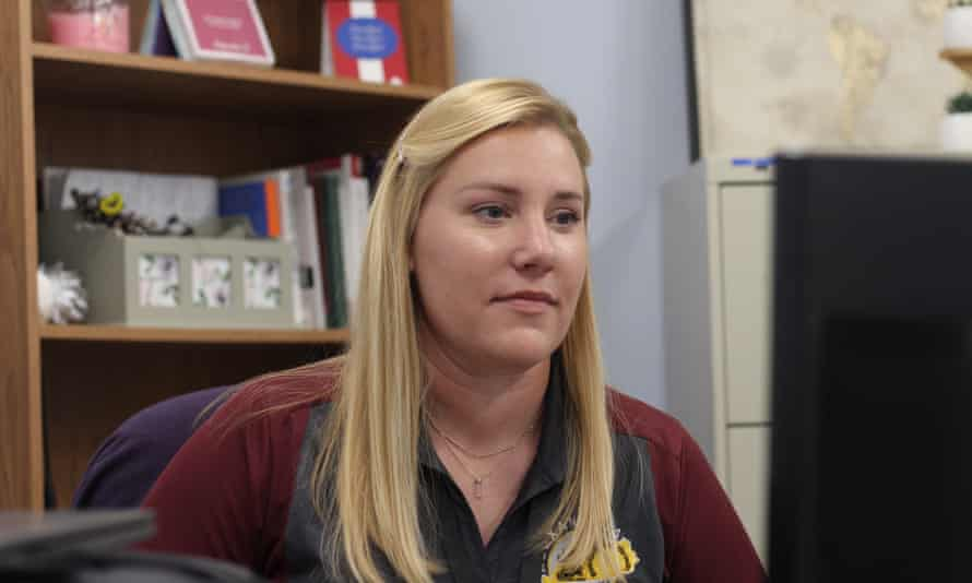 Cassie Hensley is one of two social workers employed by the police department in Alexandria, Kentucky. While they work for the police, they are not cops: they do not carry any weapon, do not have arresting powers and ride in a civilian car.