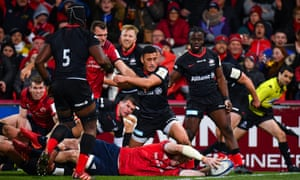 Peter O'Mahony is at full stretch to score Munster's try at Thomond Park.