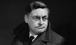 Raymond Queneau ( 1903-1976 ), French writer<br>FRANCE - 1954: Raymond Queneau ( 1903-1976 ), French writer. Paris, 1954. LIP-5379-031 (Photo by Lipnitzki/Roger Viollet/Getty Images)