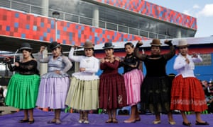 Cholitas wrestlers pose at their return to the ring after the coronavirus restrictions.