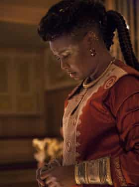Sarah Niles as Bolingbroke in Richard II.