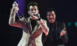 Mark Ronson was presented with the award for best British single by Lionel Ritchie at the 2015 Brits.