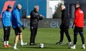 Iceland's manager Erik Hamren (centre) chats with his players during training on Friday.