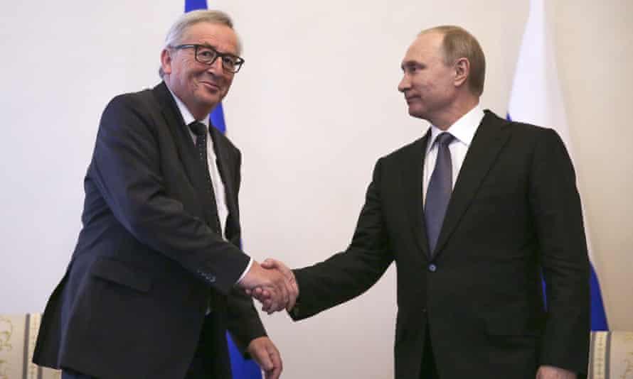 Jean-Claude Juncker (left) and Vladimir Putin, Russia's president, at a meeting in St Petersburg in 2016.