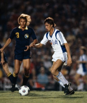Johan Cruyff in action for the Los Angeles Aztecs against the New York Cosmos in 1979.