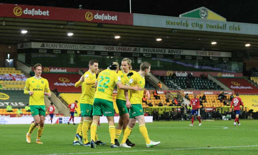 Teemu Pukki celebrates with his Norwich teammates after completing his hat-trick from the penalty spot.