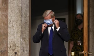Lindsey Graham arrives for the hearing.