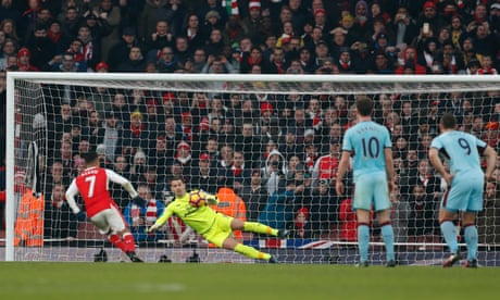 Alexis Sánchez scores 98th-minute penalty in dramatic Arsenal win over Burnley