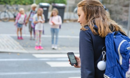 As 'secret agents' for the city, children use the app to send reports from their route to school about a difficult crossing or heavy traffic.