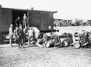 William Joseph Brunell, Italian women employed by the British Army Service Corps loading barrels of beer onto railway trucks, Treviso, November 1918