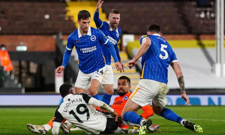 Brighton's keeper, Robert Sánchez, denies Fulham Ademola Lookman.