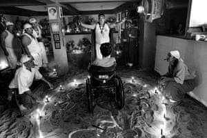 Since the death of President Hugo Chávez, the ritual of worshipping the goddess María Lionza is often political. 1984 – Venezuela documents the legacy of Chávez and his revolution. The work is intended as a visual record of what has happened in Venezuela, and conveys the ambition for reconciliation within Venezuelan society