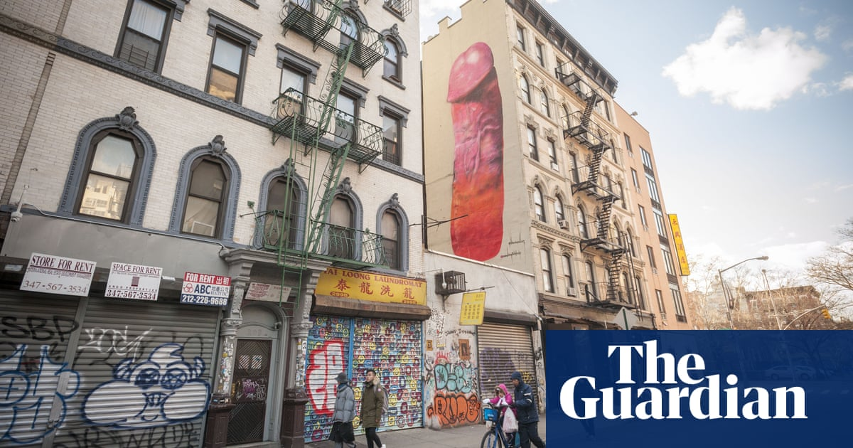 New York Giant Mural That Drew Shock And Scorn Painted Over Us News The Guardian