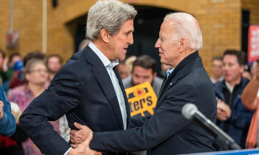 John Kerry with Joe Biden campaigning in Cedar Rapids, Iowa