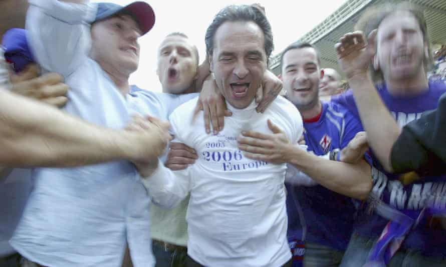 Cesare Prandelli celebrates Fiorentina's victory over Chievo and subsequent qualification for the Champions League in May 2006.