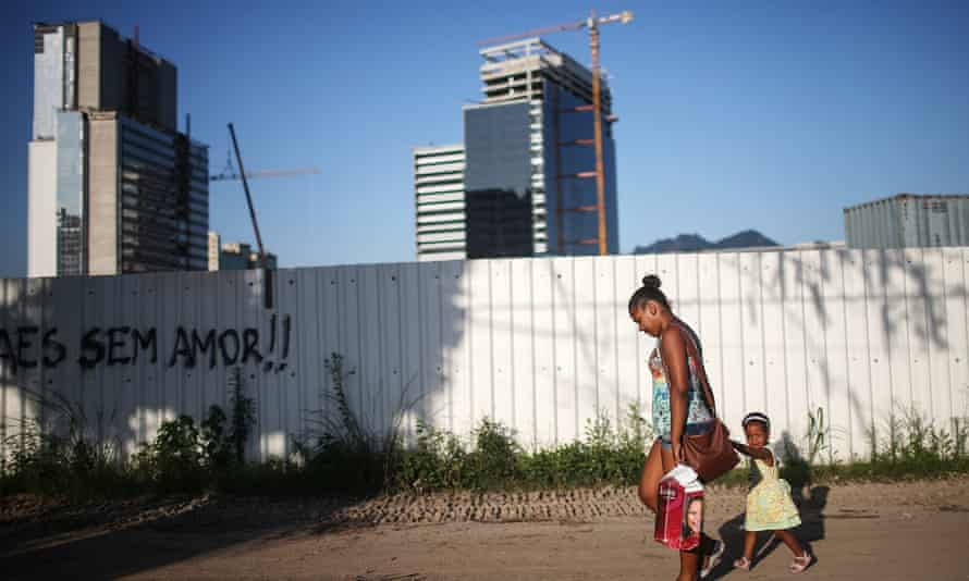 Holdouts Remain In Autodromo Favela Outside Rio Olympic Park<br>