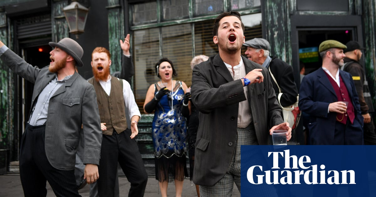 Peaky Blinders fans fill Birmingham festival with flat caps