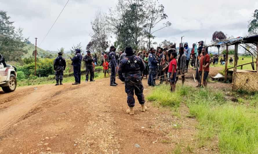 Police arrive near Kainantu in Eastern Highlands province in Papua New Guinea after tribal violence erupted.