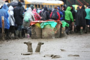 Mud and crowds at Glastonbury 2016