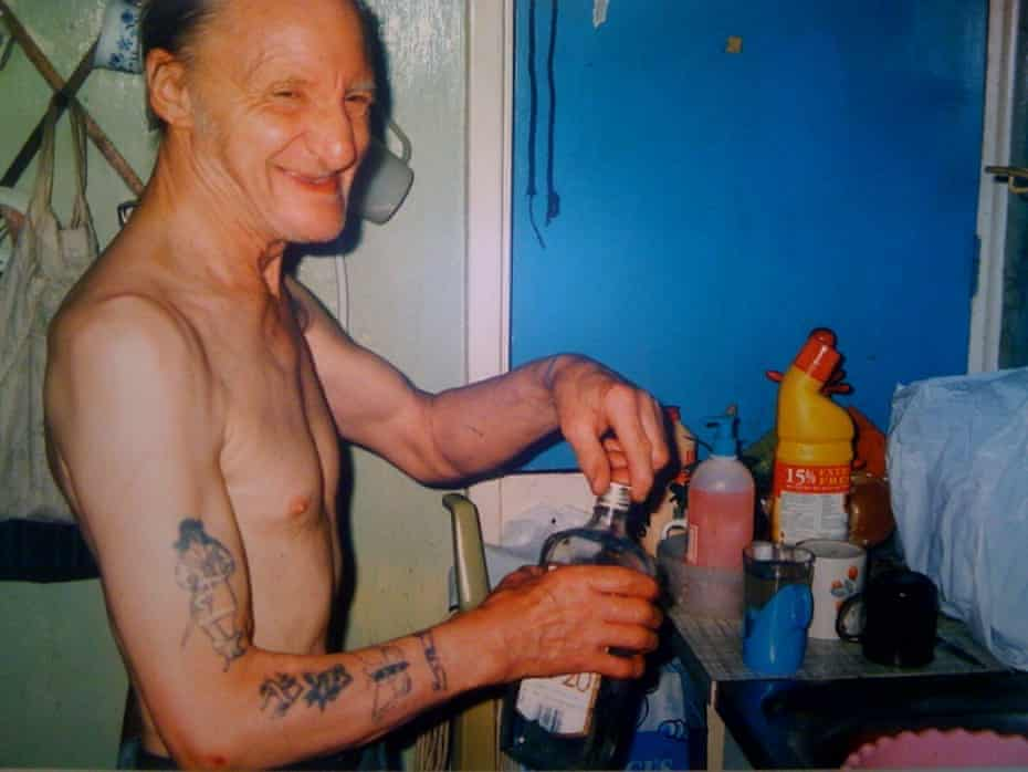 Richard Billingham's Untitled, 1994, from the Ray's a Laugh series.