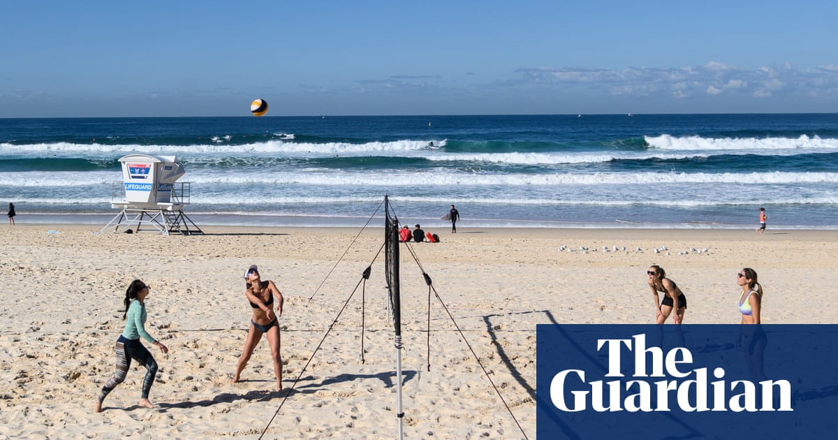 Volleyball on Bondi and Tamarama beaches under review after complaints of risk to beachgoers