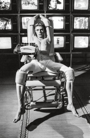 David Bowie as alienated alien Thomas Jerome Newton.