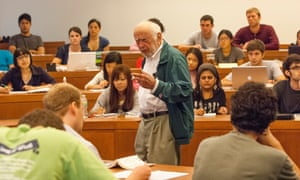 Douglass North presenting a lecture to students in Missouri in 2010.
