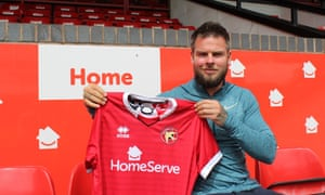 Danny Guthrie has signed for Walsall after a trial, having spent time in Indonesia.